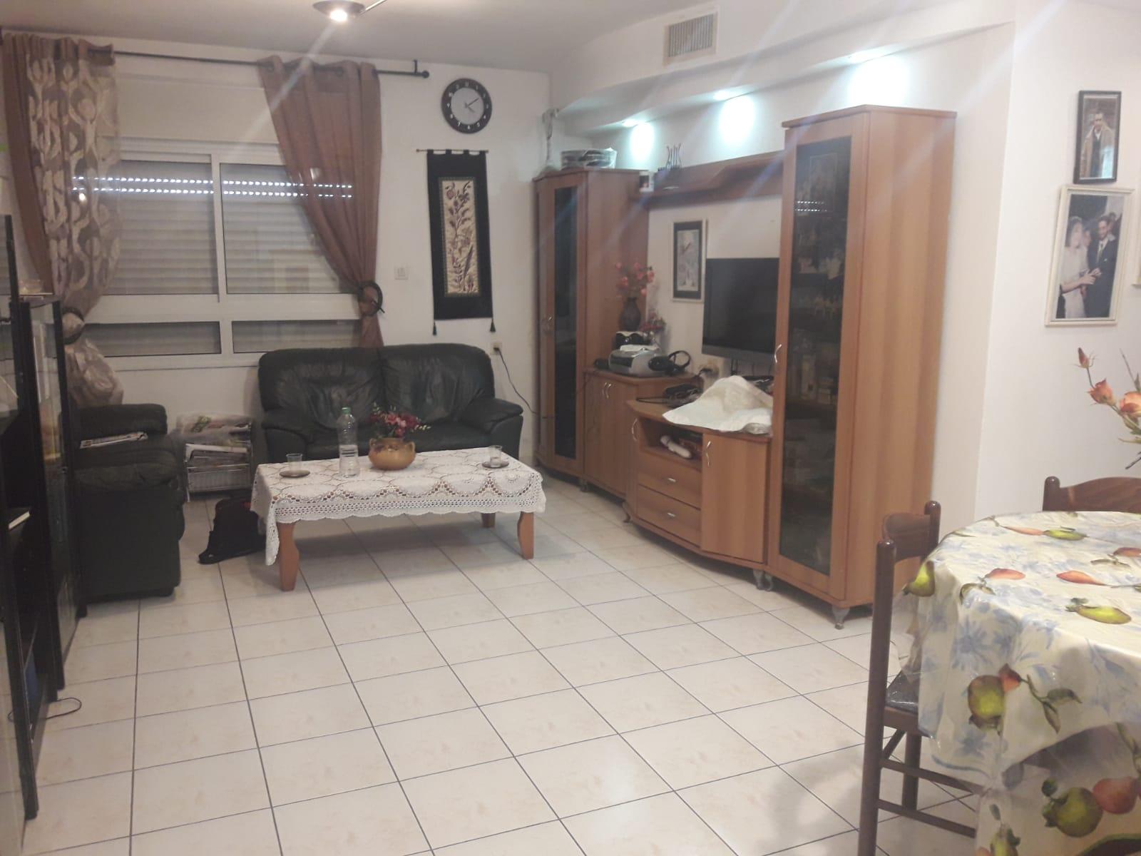 דירת 4.5 חדרים שמורה עם מרפסת בקריית שמואל