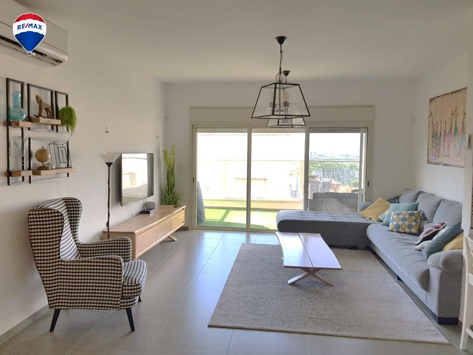 דירת 5 חדרים מרווחת מאוד ומושקעת