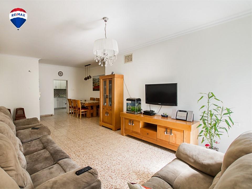 דירת 4 חדרים מרווחת במיקום מצויין בביאליק