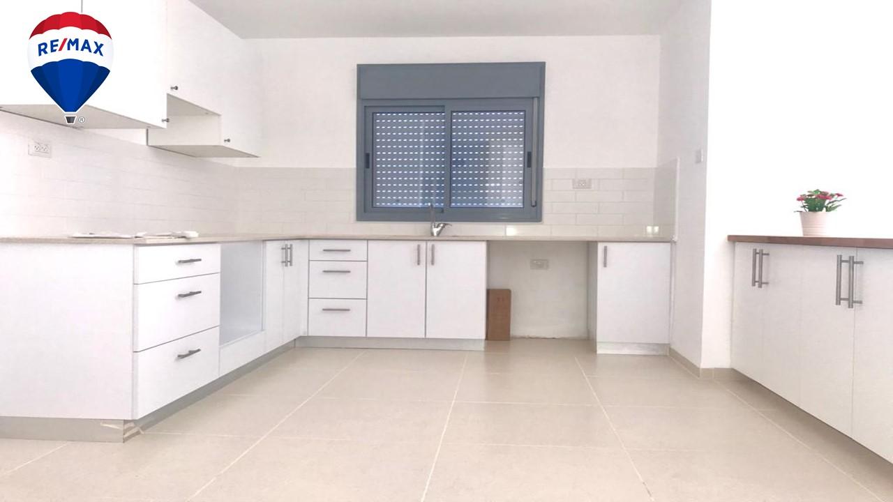 להשכרה דירת 4 חדרים חדשה +מרפסת במשכנות האומנים ק.מוצקין