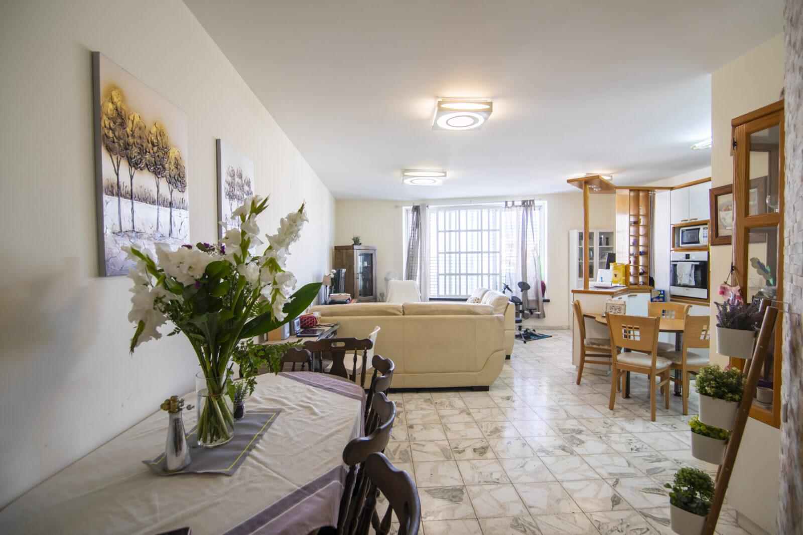 דירת 4 חדרים מתוכננת היטב באיזור טוב בקריית חיים